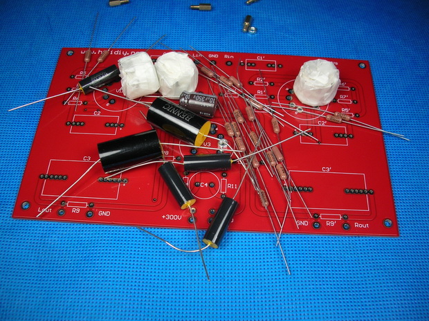12ax7型电子管 电源高压部分,分别采用6p14和6n2型电子管 电子管脚